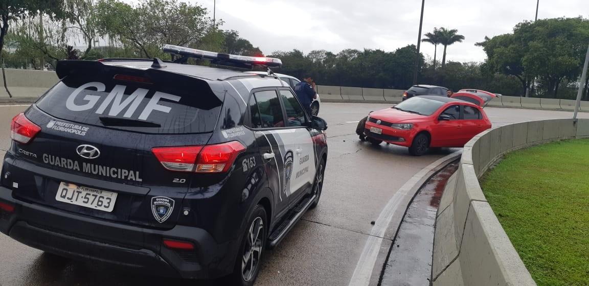 Grande Florianópolis registra acidentes e pontos de alagamentos na manhã desta quinta-feira - Notícias - Plantão Diário