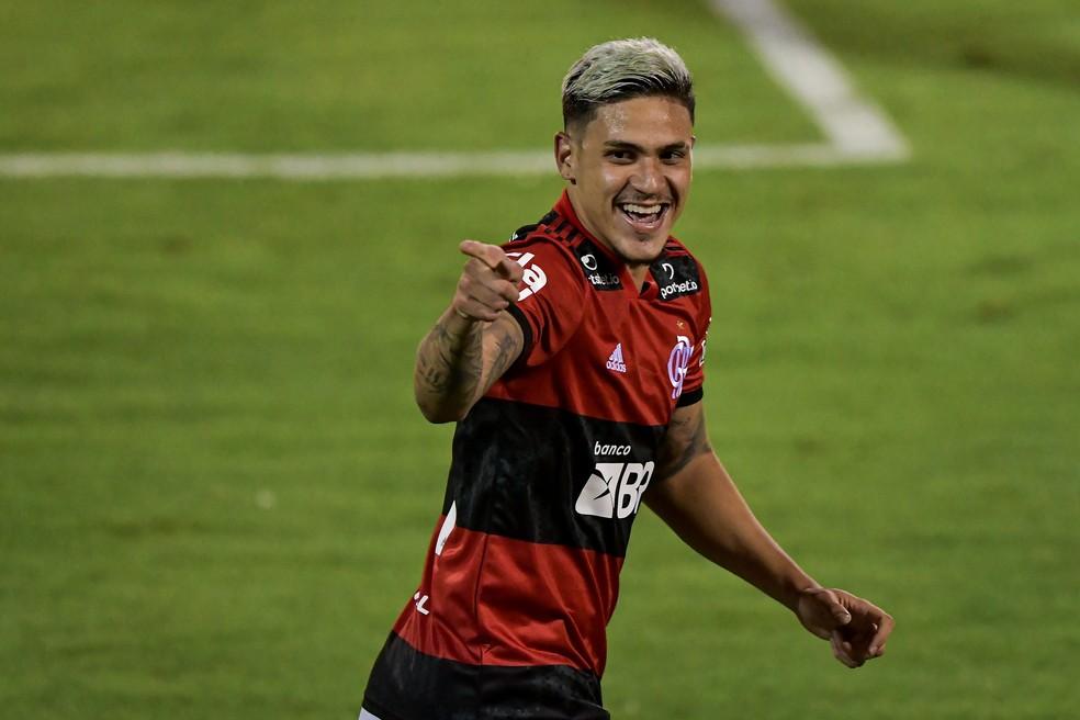Pedro leva a bola do jogo e agradece Michael e Arrascaeta pelos três gols pelo Flamengo: Mérito de toda a equipe