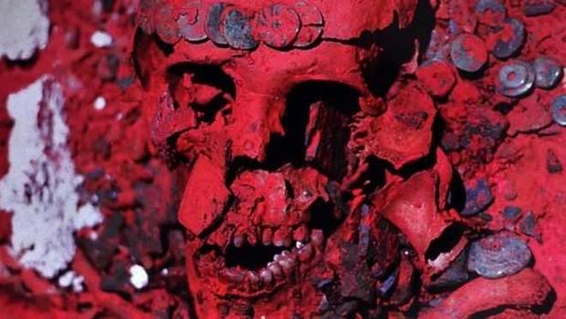 Poeira que cobria os restos da Rainha Vermelha é conhecida como cinábrio, mineral usado para preservar restos humanos (Foto: INSTITUTO NACIONAL DE ANTROPOLOGÍA E HISTORIA)