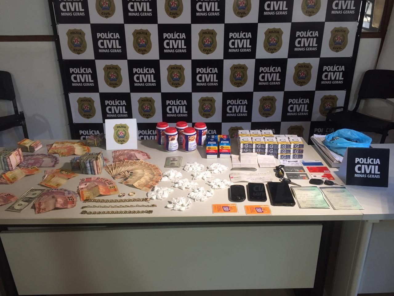 Homem é preso com papelotes de cocaína e quase R$ 5 mil em dinheiro em Juiz de Fora  - Notícias - Plantão Diário