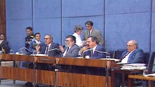 Deputados da Comissão Especial autorizam Senado a processar presidente Collor