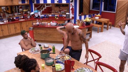 Ayrton pergunta se pode comer rabada do Tá com Nada