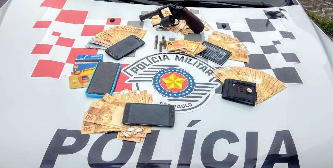 Trio é preso após roubar comerciante e trocar tiros com a PM em SP