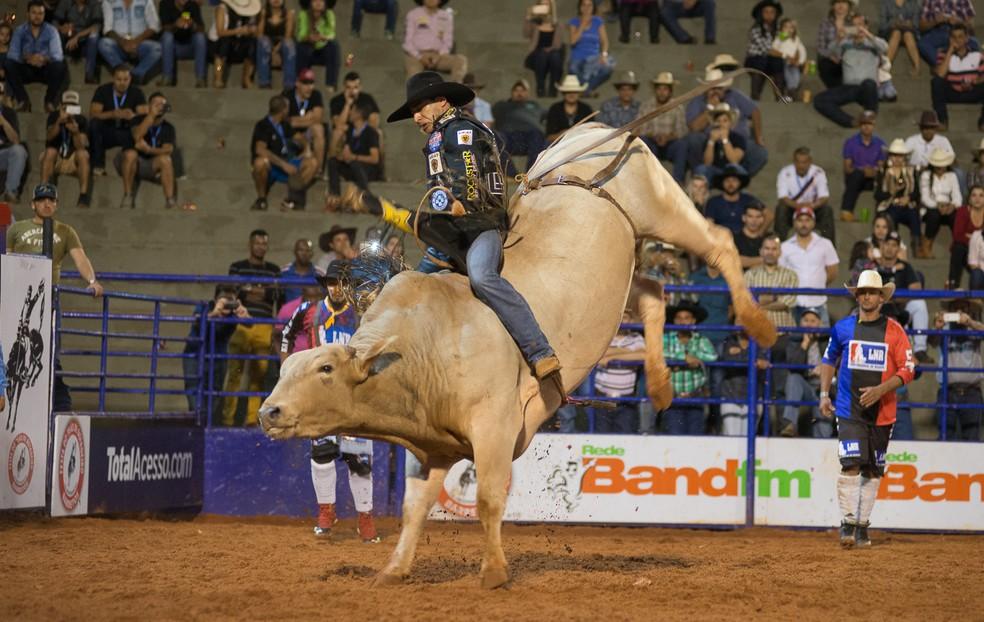 Liga Nacional de Rodeio começou na segunda-feira (20) (Foto: Érico Andrade / G1)