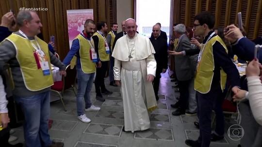Papa Francisco almoça com 1,5 mil moradores de rua