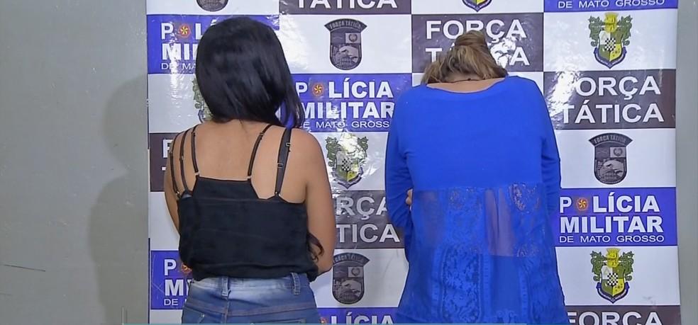 Adolescente de 15 anos e jovem de 19 foram detidas com 19 tabletes de droga em Rondonópolis (Foto: TV Centro América)
