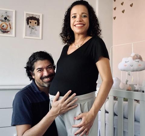 """""""Mulher nenhuma deveria passar por uma perda gestacional"""", diz mãe de bebê arco-íris"""