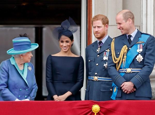 La regina Elisabetta II con Meghan Markle e i principi Harry e William a un evento reale nel luglio 2018 (Immagine: Getty Images)
