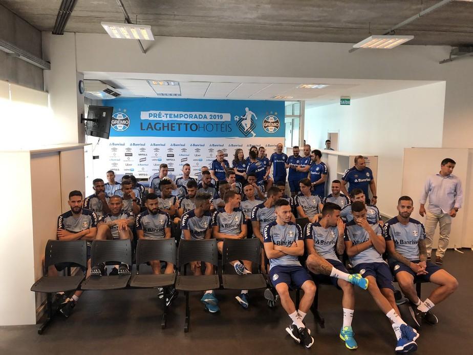 Grêmio se apresenta com duas caras novas, vê críticas