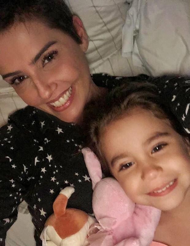 Deborah Secco posa com Maria Flor (Foto: Reprodução/Instagram)