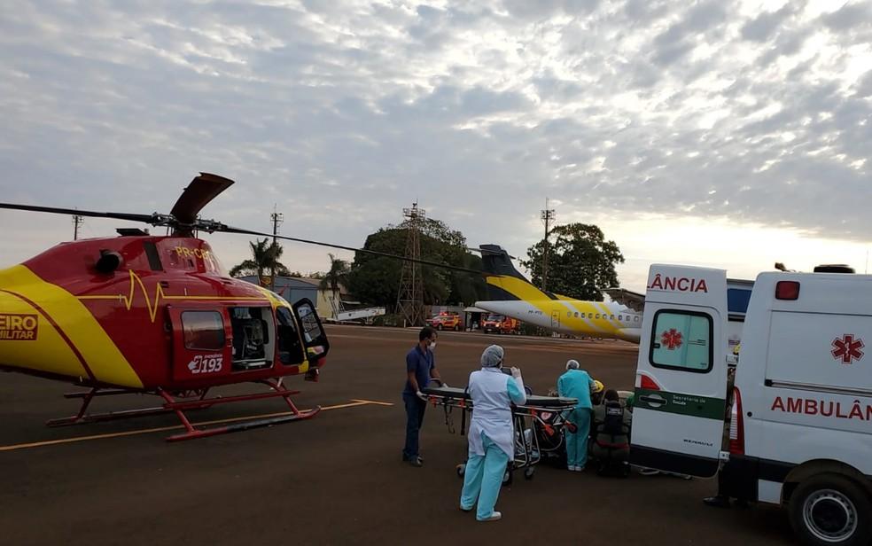 Helicóptero dos bombeiros faz a remoção do analista do ICMBio para Goiânia, Goiás — Foto: Divulgação/Corpo de Bombeiros de Goiás
