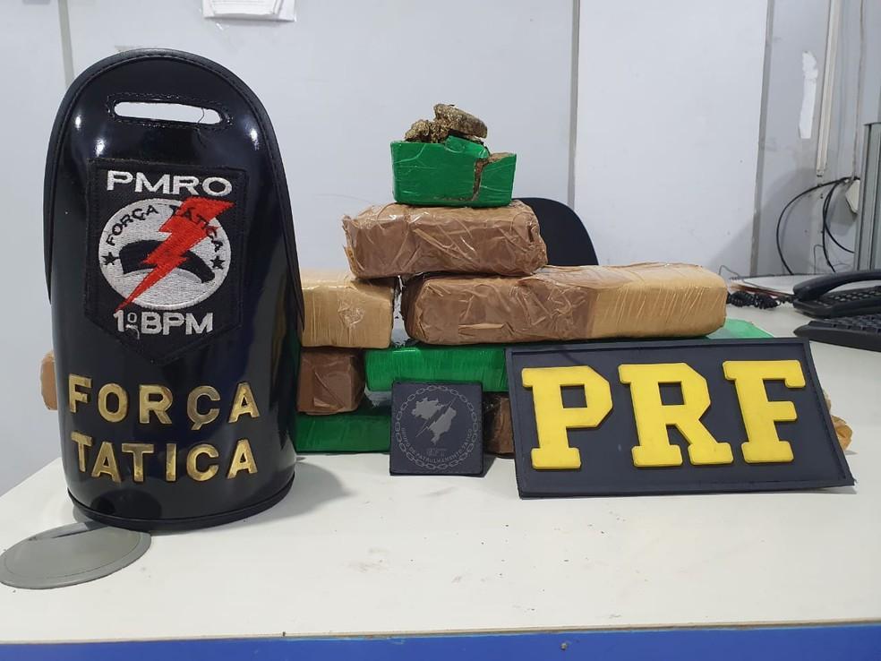 Maconha é achada dentro de mala de adolescente em RO — Foto: PRF/Divulgação