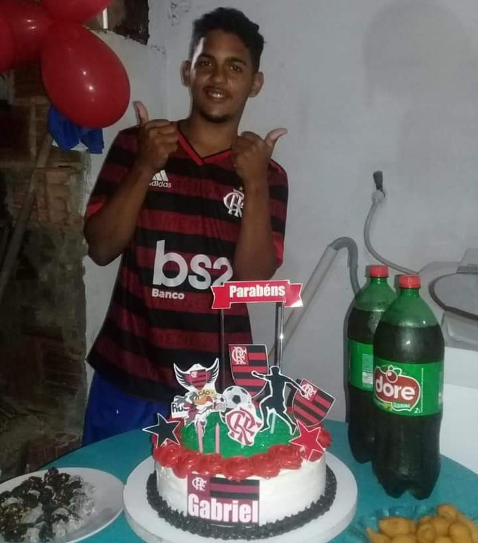 Gabriel tinha 18 anos e morava no Guarapes — Foto: Cedida pela família