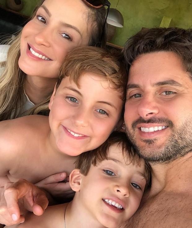 Claudia Leitte com Davi, Rafael e Marcio Pedreira (Foto: Reprodução/Instagram)