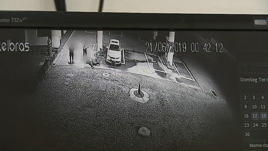 Homens assaltam posto de combustíveis e batem em cliente com taco de beisebol, em Carambeí; VÍDEO