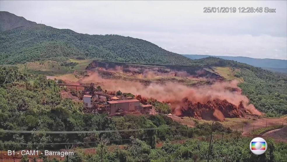 Imagem mostra momento exato em que barragem da Vale estoura em Brumadinho — Foto: Reprodução/TV Globo