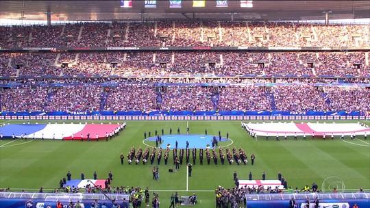 Rivais no futebol, jogadores e torcida da França e Inglaterra se unem contra o terrorismo