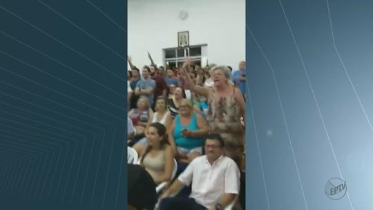 População lota Câmara e aprovação de aumento do IPTU em Leme gera protesto