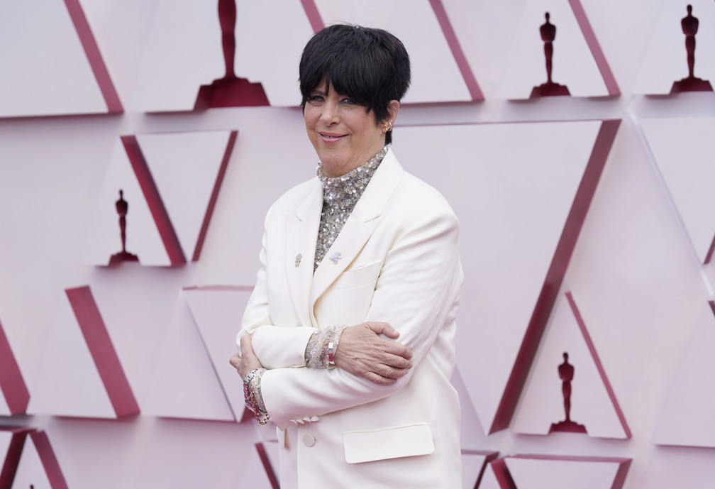 Compositora e produtora Diane Warren posa no tapete vermelho do Oscar 2021 — Foto: AP Photo/Chris Pizzello