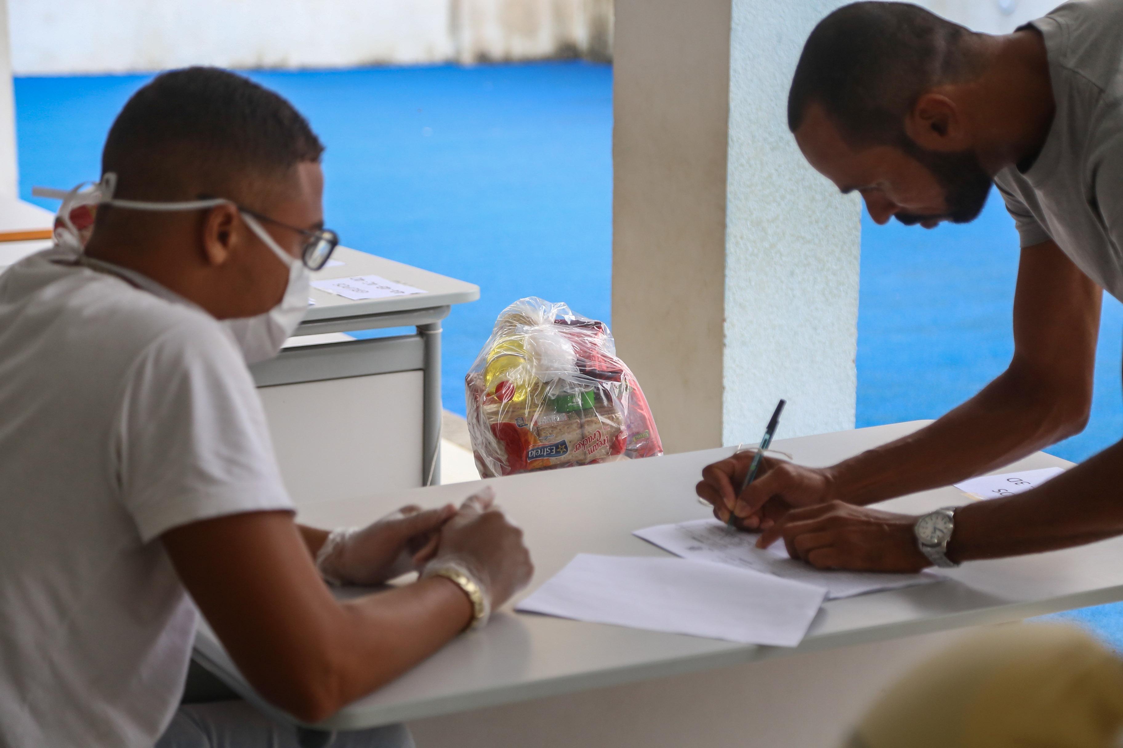 Entrega de cestas básicas para alunos da rede municipal de ensino de Salvador é adiada por causa da antecipação de feriados