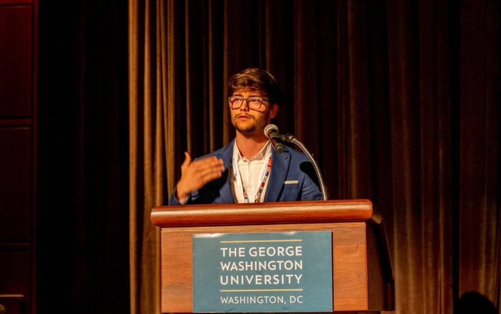 Estudante em Nova York durante apresentação do aplicativo — Foto: Arquivo pessoal/Shalon Andrade Santos