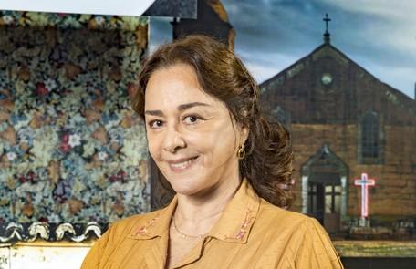 Na terça (21), com medo da vingança dos Matheus, Evelina (Nivea Maria) irá organizar a fuga da filha Maria da Paz para São Paulo TV Globo