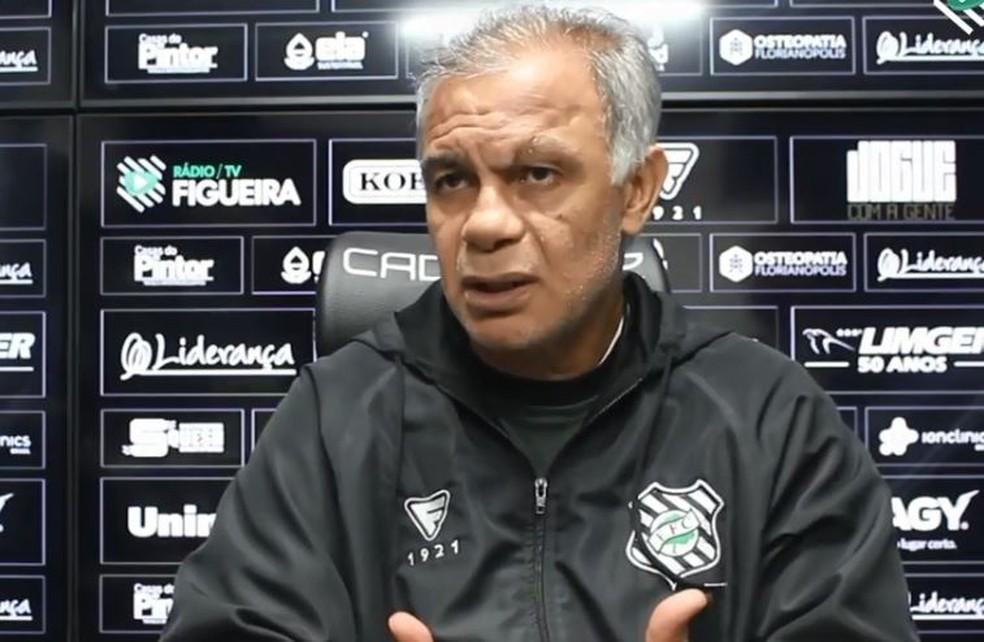 Jorginho se desculpa com Walter após ofensas  — Foto: Reprodução / TV Figueira