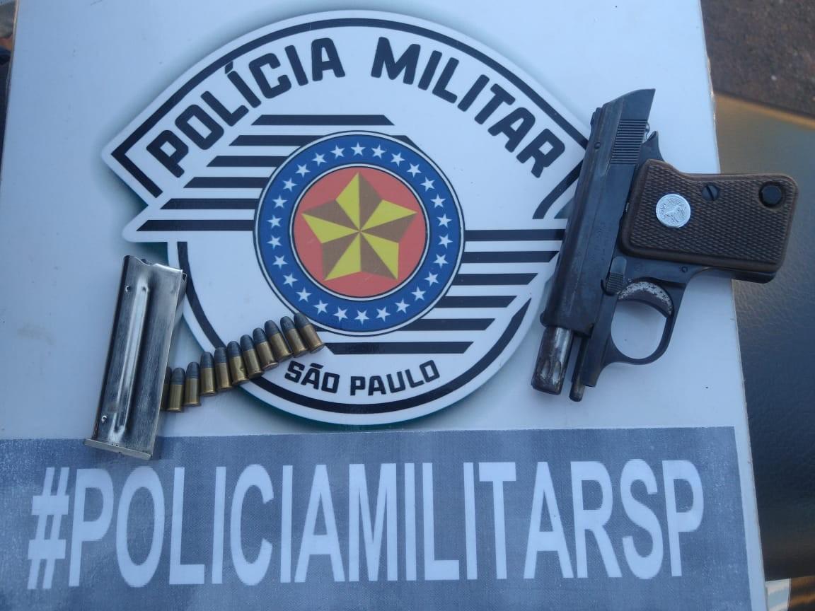 Pistola e munições são apreendidas pela Polícia Militar em Indaiá do Aguapeí, distrito de Flórida Paulista