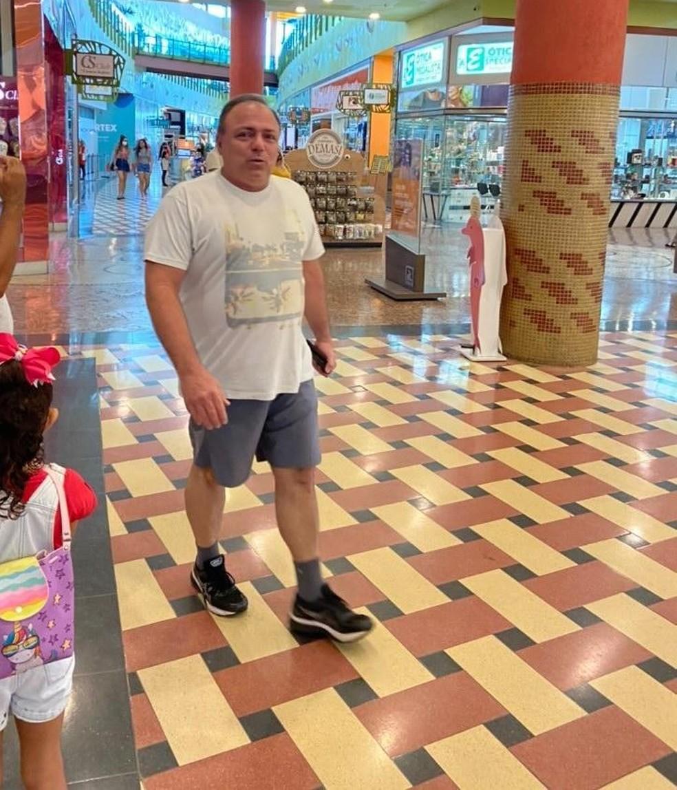 Ex-ministro Eduardo Pazuello em shopping de Manaus — Foto: Jaqueline Bastos/Arquivo pessoal