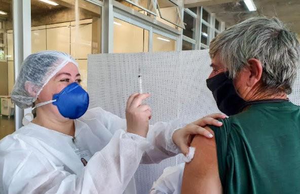 Rio Claro vacina mais de 9 mil pessoas em uma semana e esgota doses do imunizante contra a Covid