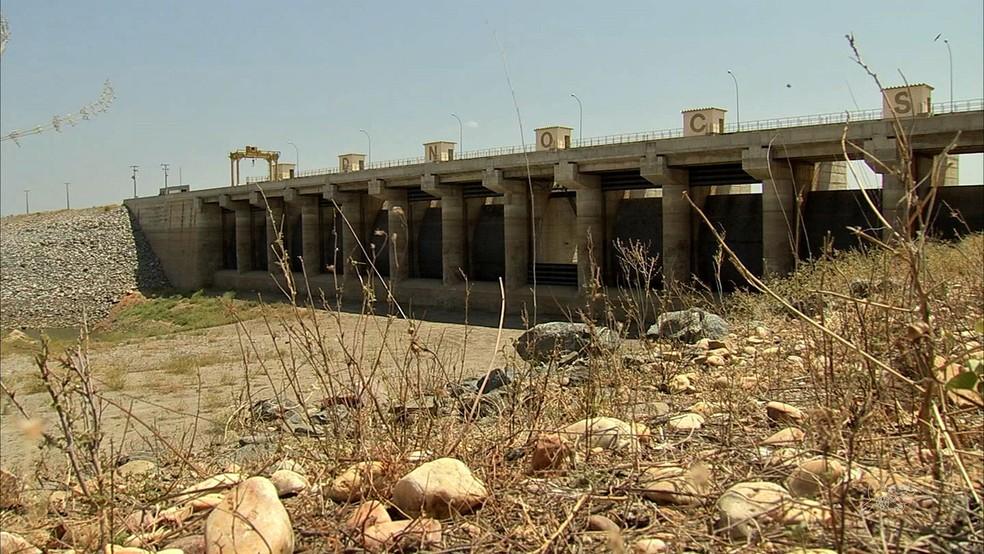 Açude Castanhão, o maior do país, chegou ao volume morto pela primeira vez (Foto: TV Verdes Mares/Reprodução)