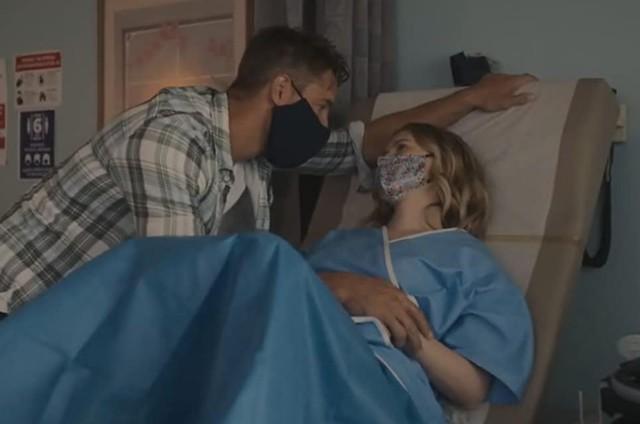 Justin Hartley (Kevin) e Madison (Caitlin Thompson) em 'This is us' (Foto: Divulgação)