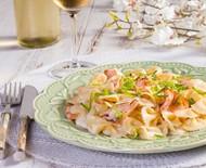 Receita de massa com salmão e alho poró é deliciosa e fácil de fazer