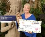 Xuxa segura carta com o endereço em que apresentava programas na Globo do Jardim Botânico | Divulgação