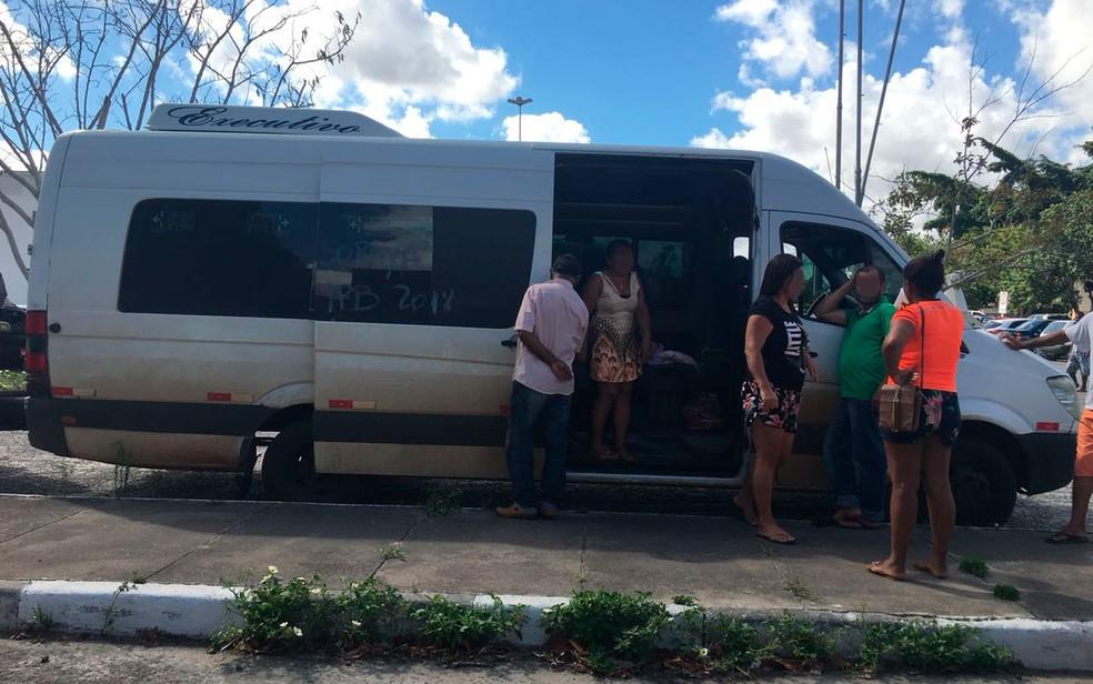 Homem surtou em van, matou adolescente e deixou três pessoas feridas na Bahia (Foto: Poliana Rodrigues/TV Subaé)