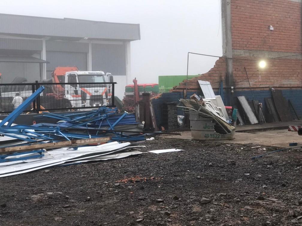 Campos Novos (SC) nesta segunda-feira (31) após tornado atingir cidades — Foto: Eduarda Demeneck/ NSC TV