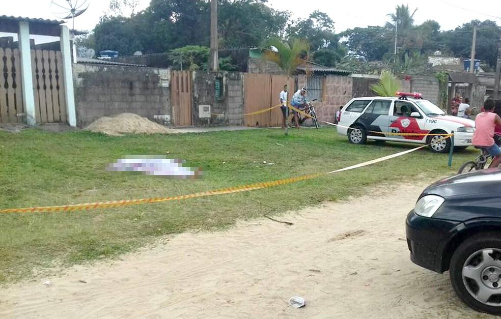 5d9ba121e Jovem é morto a tiros em plena luz do dia em Itanhaém