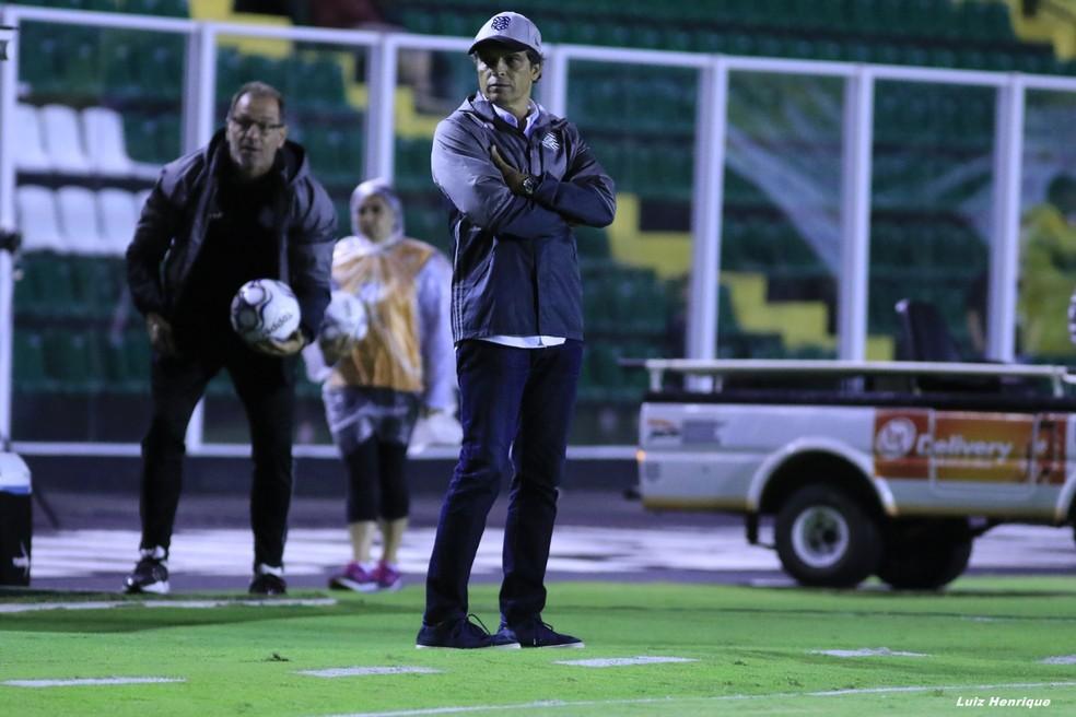Milton Cruz comanda o Figueirense na Série B (Foto: Luiz Henrique/Figueirense FC)
