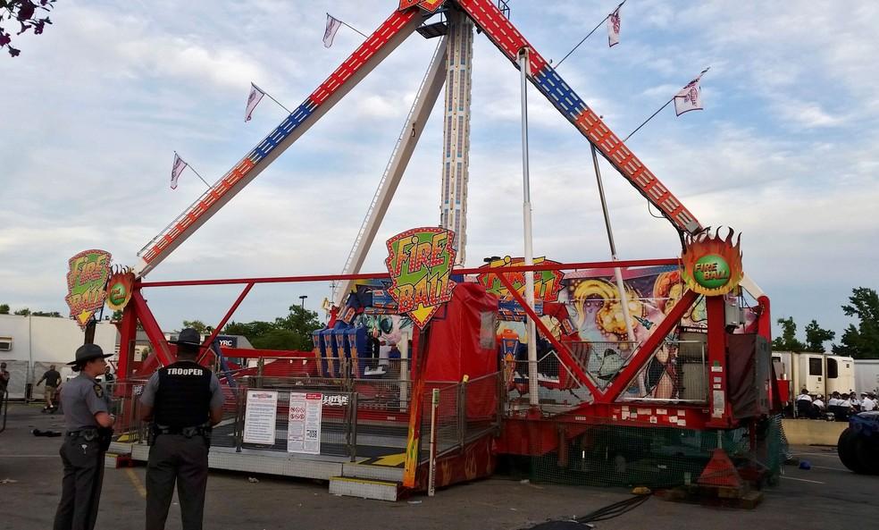 Falha no brinquedo Fire Ball, no Ohio State Fair, deixou uma pessoa morta e sete feridos na noite de quarta-feira (26)  (Foto: Jim Woods/The Columbus Dispatch via AP)