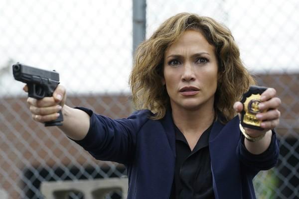 A atriz e cantora Jennifer Lopez em cena de 'Shades of Blue' (Foto: Reprodução)