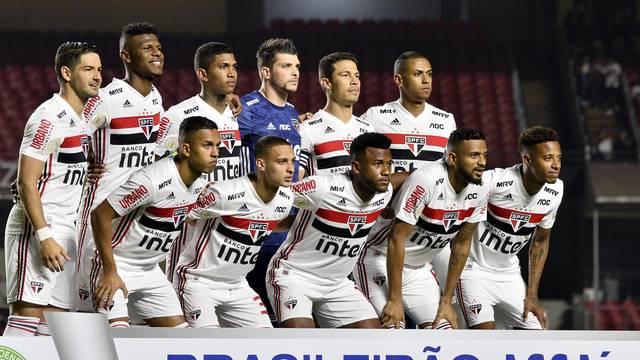Time posado do São Paulo contra a Chapecoense