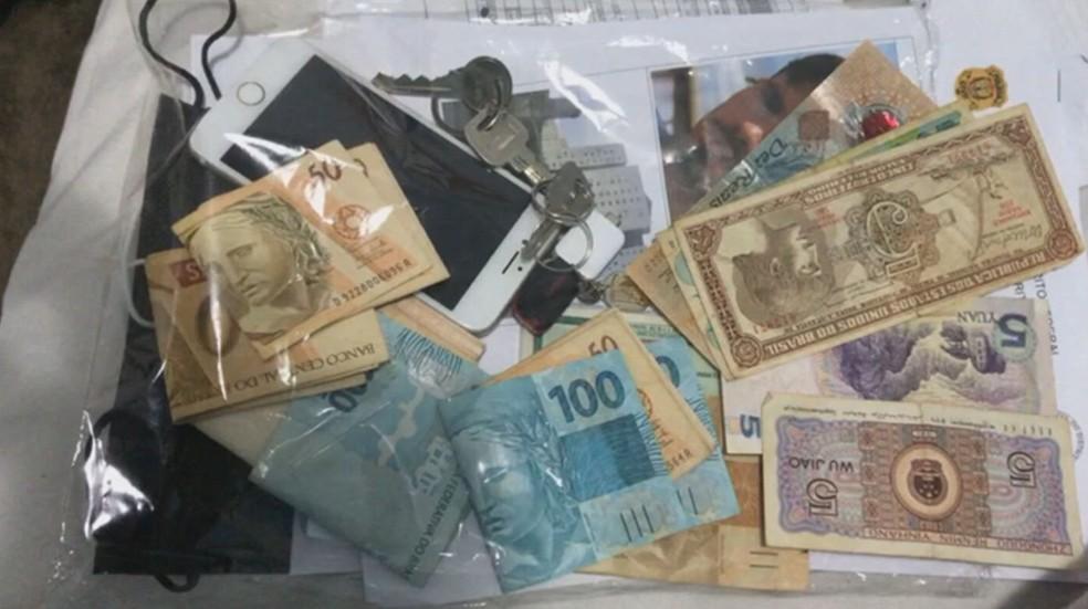 Polícia Civil do DF apreende moeda chinesa na casa de suspeitos de roubar comerciantes  — Foto: PCDF/Divulgação