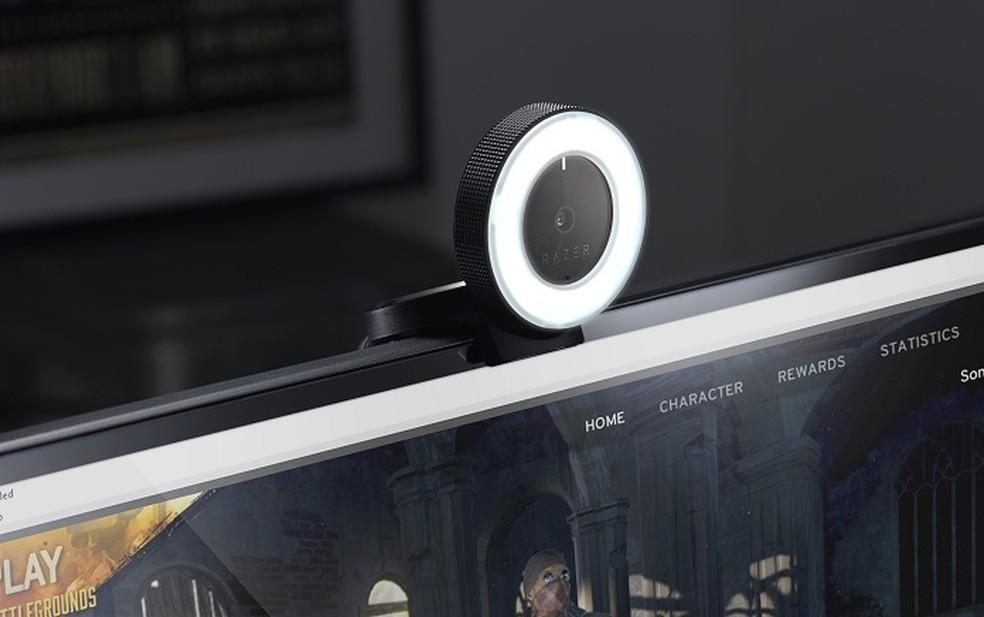 Webcams costumam ter luzes que evidenciam seu funcionamento — Foto: Divulgação/Razer