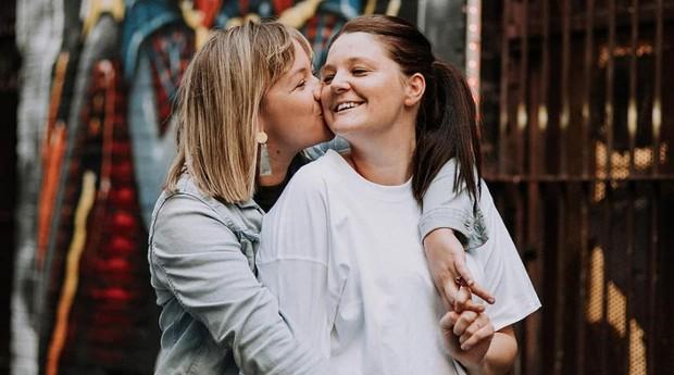 Arlia Hassell (esquerda) e Tara Baker, fundadoras da Dancing With Her (Foto: Reprodução/Instagram)