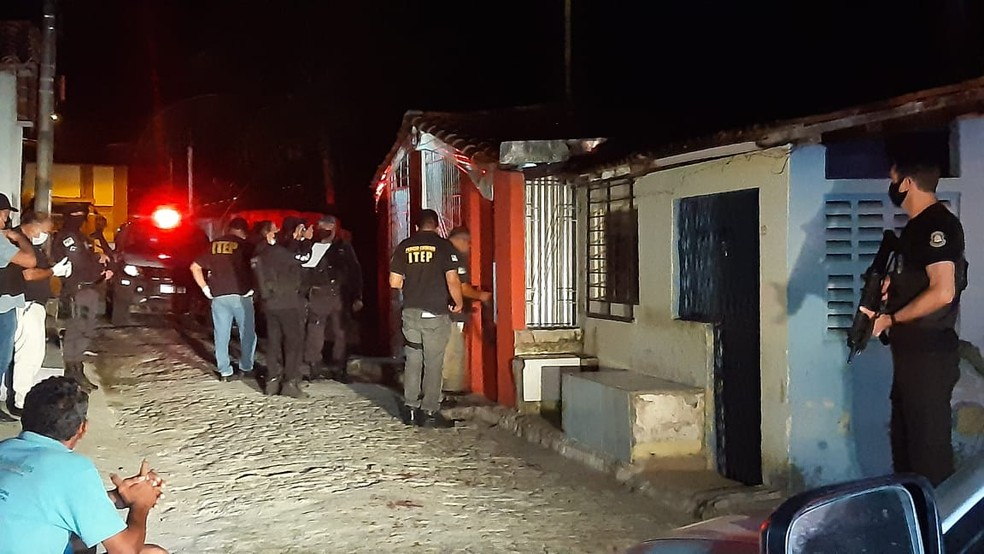 Polícia isola bar onde ocorreu atentado em Macaíba — Foto: Sérgio Henrique Santos/Inter TV Cabugi