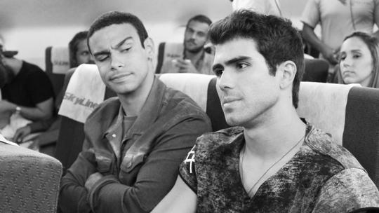 Sérgio Malheiros e Juliano Laham gravam viagem de 'Malhação' para Orlando; assista