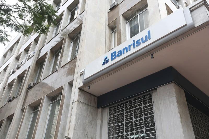 Banrisul abre concurso com 200 vagas para escriturário no RS