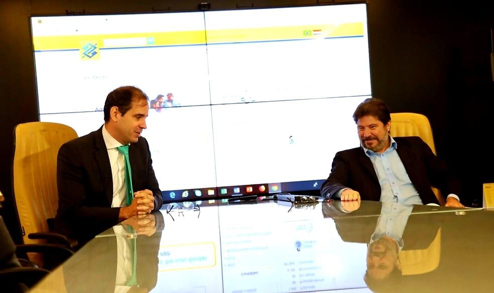 Secretários de Tributação e de Planejamento, Carlos Eduardo Xavier e Aldemir Freire, durante pregão dos royalties do Governo do RN — Foto: Divulgação