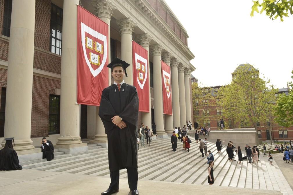 Daniel Martínez se formou em ciências políticas e filosofia em Harvard no ano passado (Foto: Arquivo pessoal)