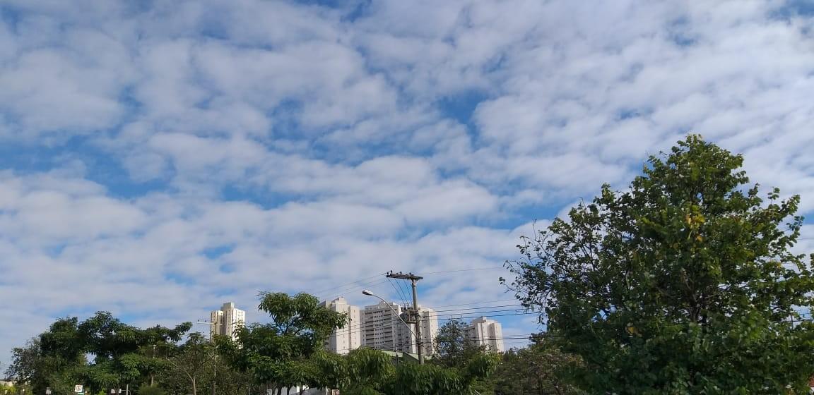 Belo Horizonte tem céu entre nuvens neste domingo